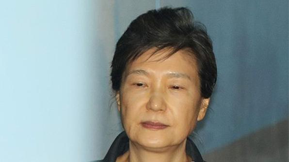 박근혜 '공천개입 혐의' 첫 재판 불출석…재판 6분 만에 종료