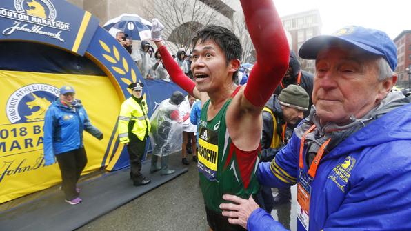 보스턴 마라톤서 우승한 '일본 공무원' 가와우치