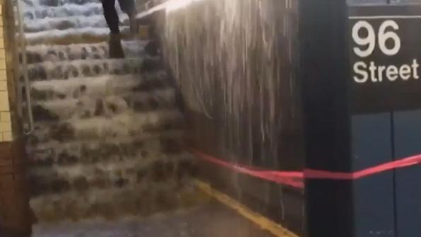 [고현장] 美 뉴욕 지하철역…뜻밖의 워터파크 개장?