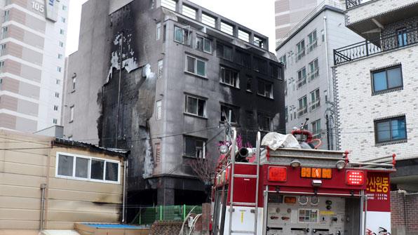 경기 오산 5층 원룸건물서 불…18명 부상