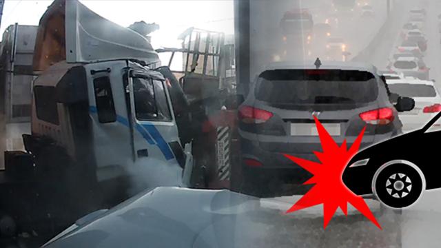 트레일러 빗길에 미끄러지며 승용차 덮쳐…3명 경상