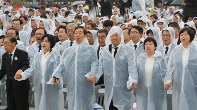 여야 주요 인사 광주 집결…'임을 위한 행진곡' 제창