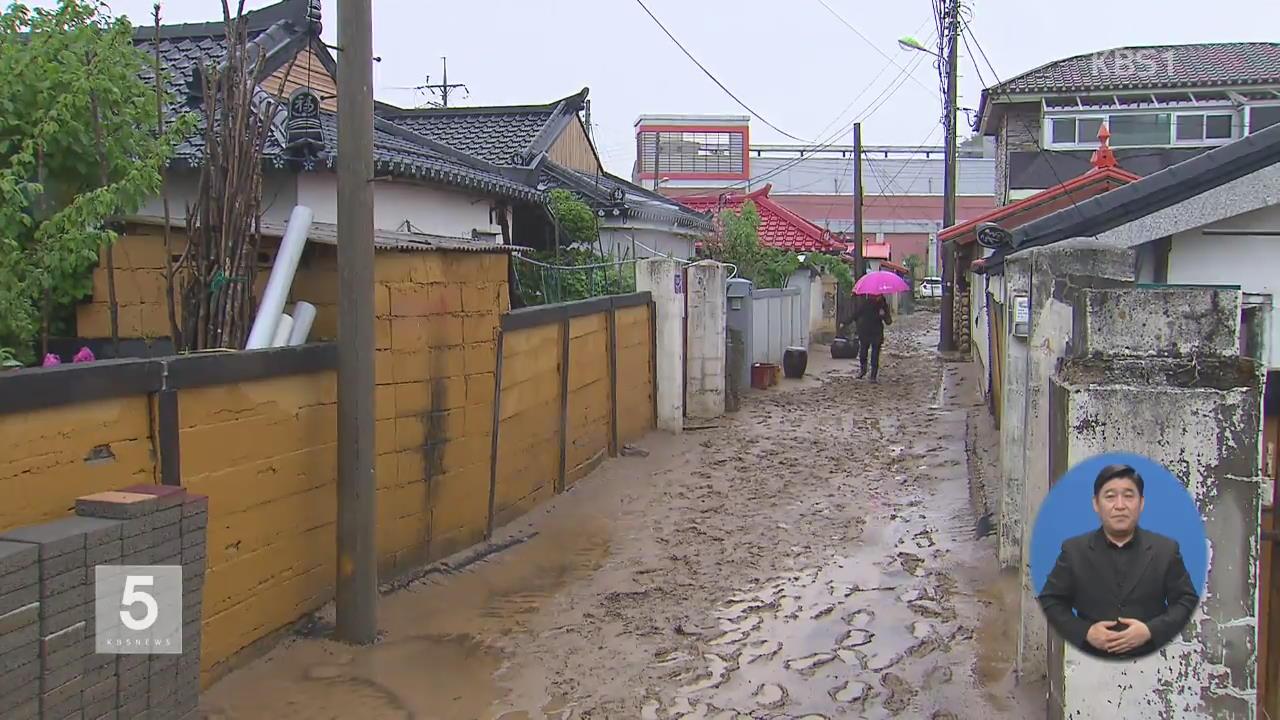강원 집중호우에 주택·도로 침수…이재민 100여 명