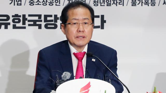 홍준표 사퇴·김성태 권한대행 체제…내일 의원총회