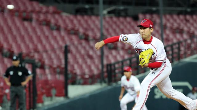 KIA 윤석민, 복귀 첫 7이닝 던지고도 홈런 3방에 패전