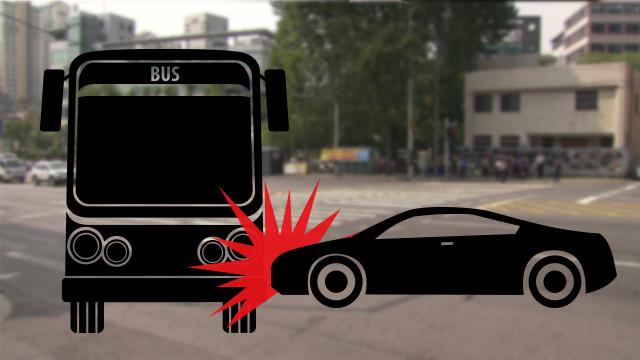 서울 등촌역 삼거리서 버스와 승용차 2대 충돌…4명 경상