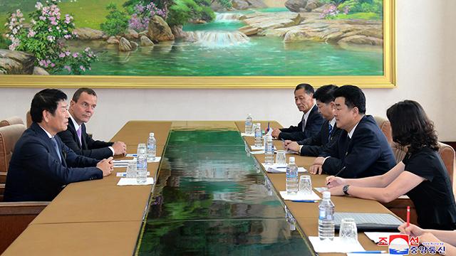 방북 국제체조연맹 회장, 김일국 北체육상 면담