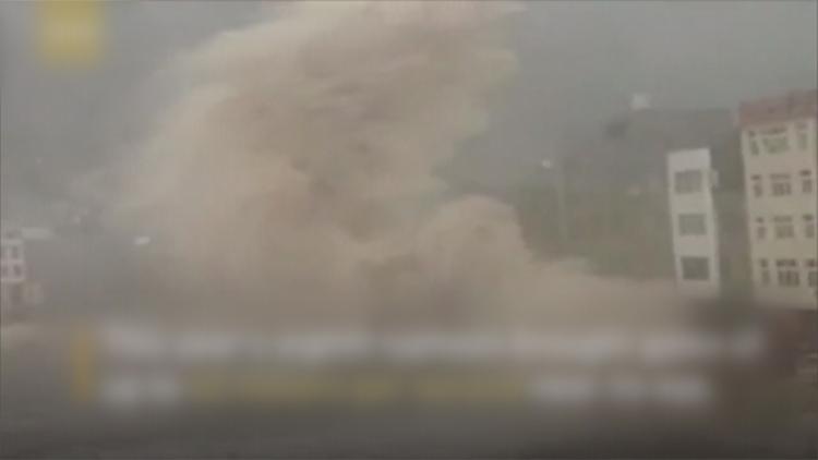 [고현장] 日·中 강타한 폭우…카메라에 포착된 공포의 순간