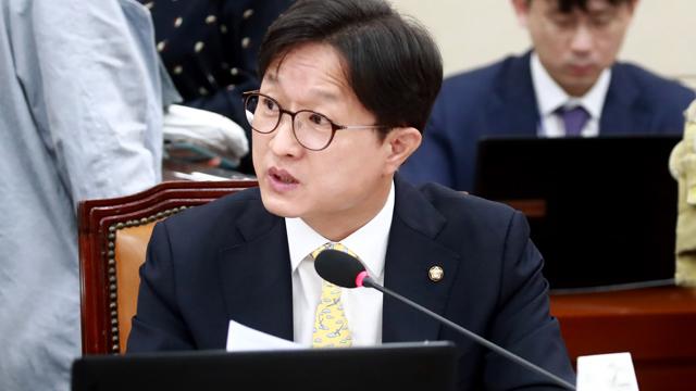 """민주당 """"소상공인·자영업자 보호에 발 벗고 나서야"""""""