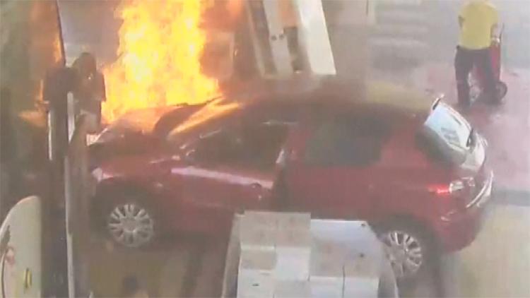[고현장] 주유소에 돌진한 차량…직원들의 신속한 대처 빛났다