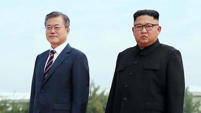 文대통령, 김정은 위원장과 노동당 본부 청사에서 첫 회담