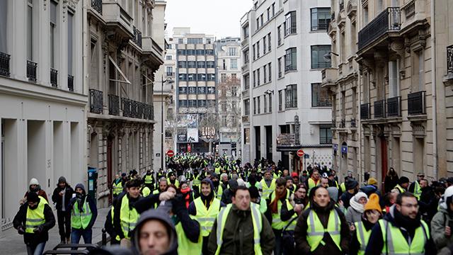 프랑스, 경찰에 '38만원 보너스' 당근책 제시
