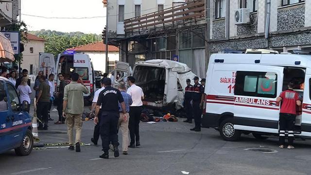터키서 '이주민 미니버스' 검문 피하려다 참사…40명 사상