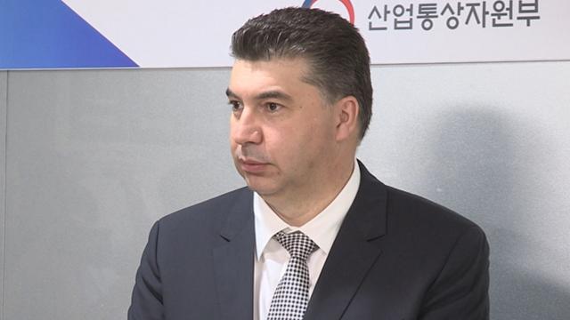 """법원 """"'불법 파견 혐의' 한국GM 사장 출국정지 연장 취소하라"""""""