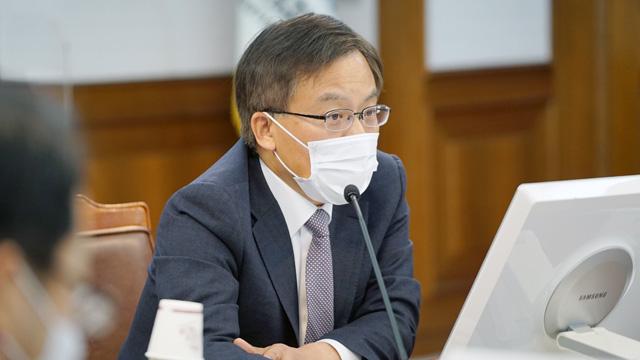 조남관 검찰총장 직무대행, '이성윤 수사심의위' 소집 결정