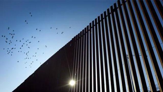 바이든 행정부, '트럼프 국경장벽' 건설계약 취소