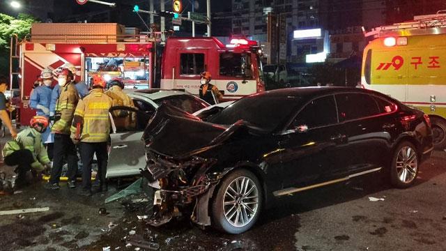 인천 교차로에서 차량 3대 잇따라 부딪혀…7명 다쳐