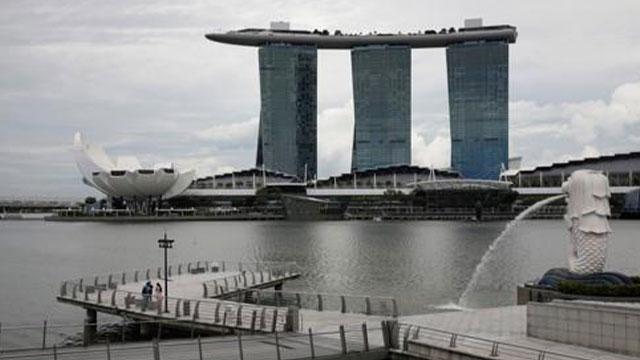 '위드코로나' 싱가포르, 하루 확진자 1000명 넘어