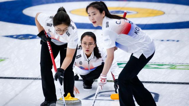 여자컬링 팀킴, 2주 연속 우승 실패…4강서 캐나다 팀에 패
