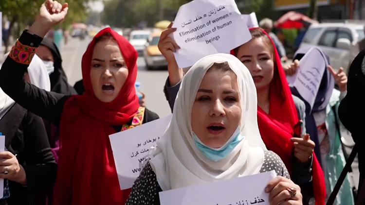 """아프간 카불시장 """"여성공무원 출근 금지""""…여성 배제 잇따라"""