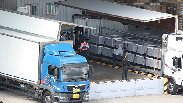 정부 직계약 화이자 백신 462만여 회분 인천공항 도착