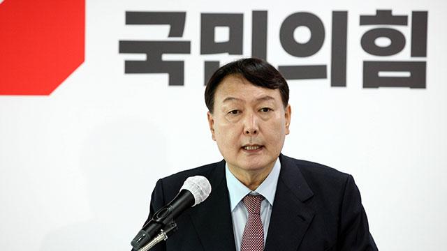"""윤석열 부친 집, 김만배 누나가 매입…""""뇌물"""" vs """"신상 몰라"""""""