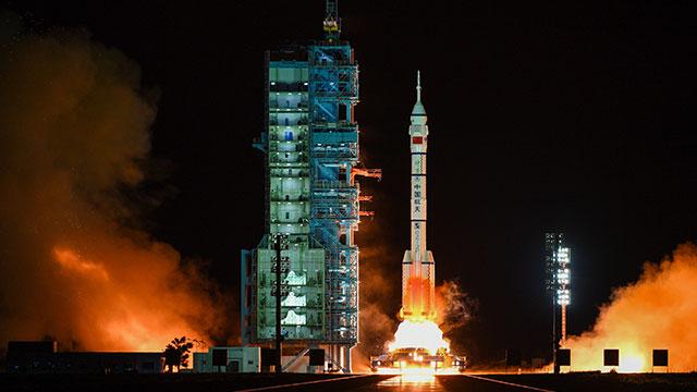 중국 유인우주선 선저우 13호 발사성공…우주정거장 모듈과 도킹