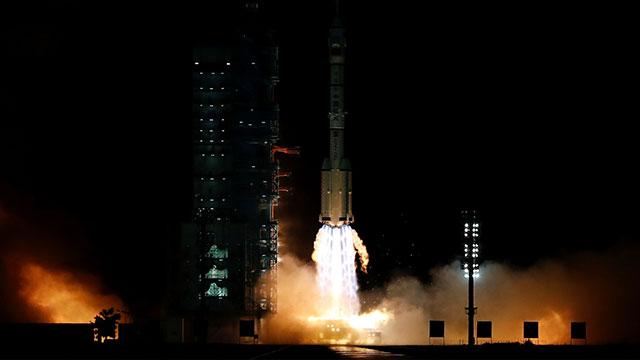 中, 유인우주선 선저우 13호 발사…우주정거장 건설
