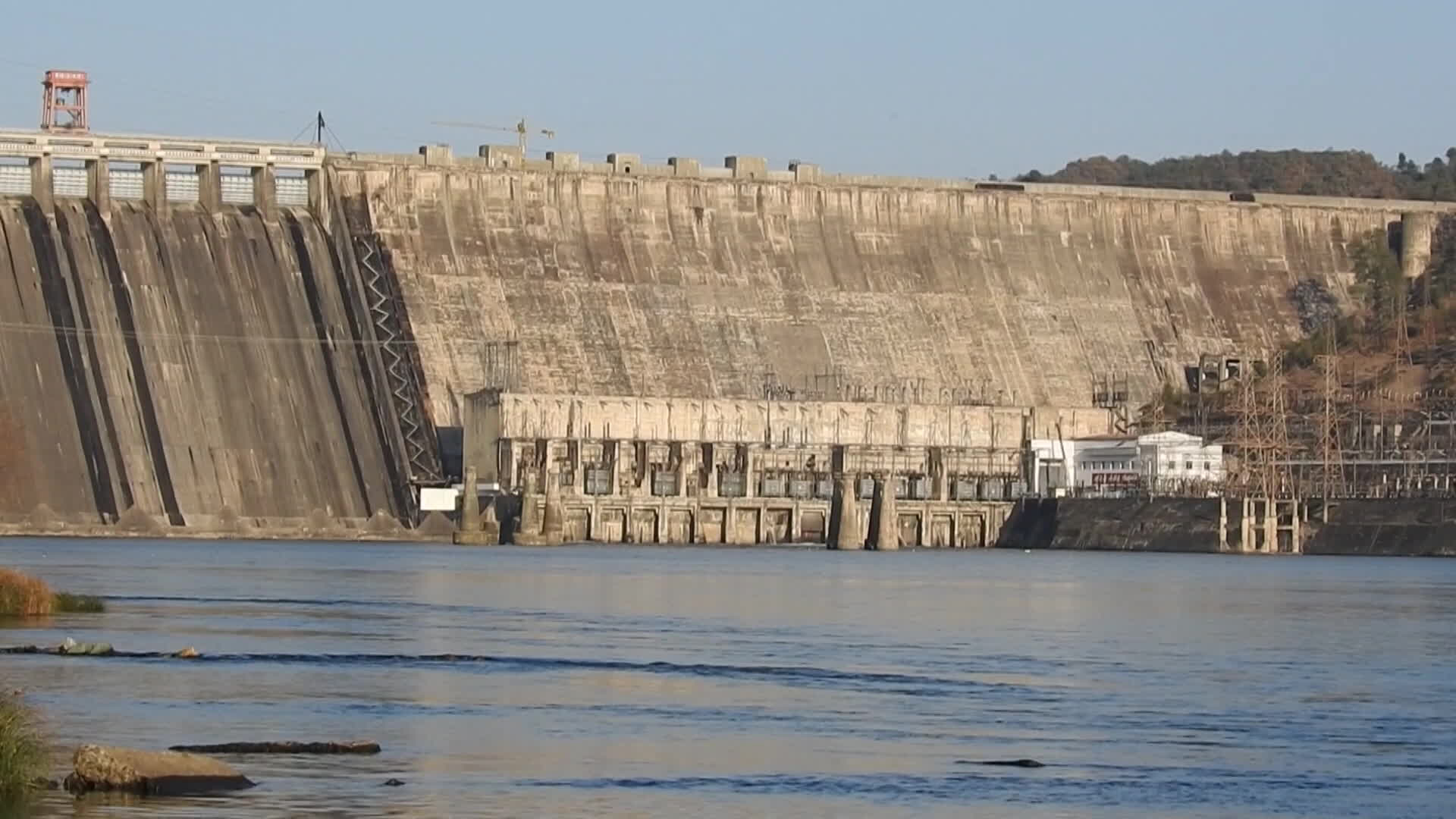 [단독] 北 수풍댐 발전 전면 가동 확인…中 수입 62%↑