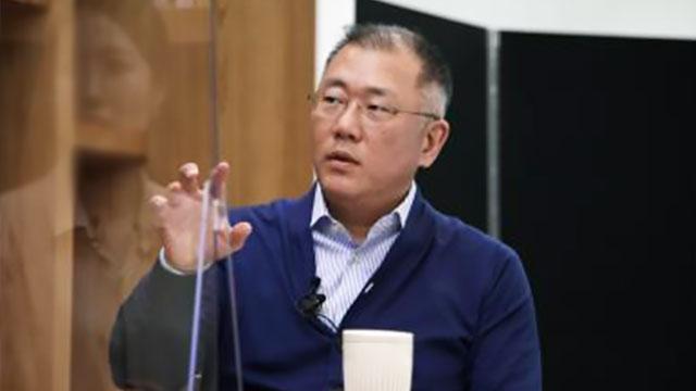 """정의선 """"전기차 판매 확대할 것…반도체 수급난 내년 초 완화 예상"""""""